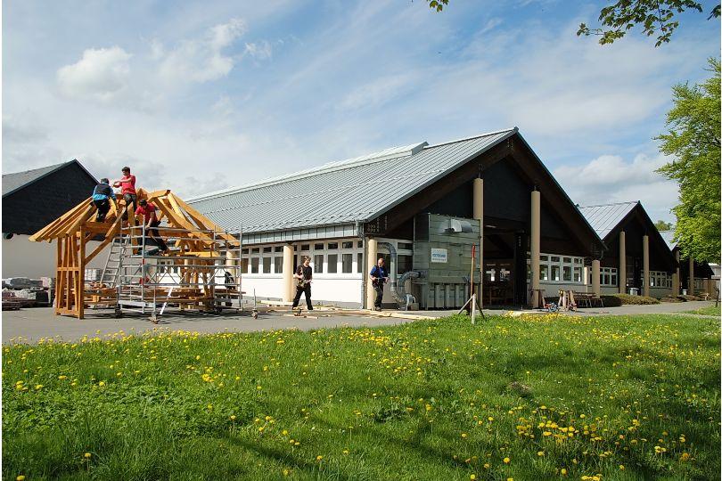 Holzausbildung an den Werkhallen