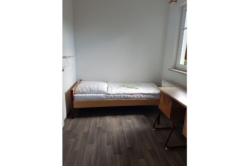 Wohn- und Schlafbereich im Wohnheim der Dachdeckerschule